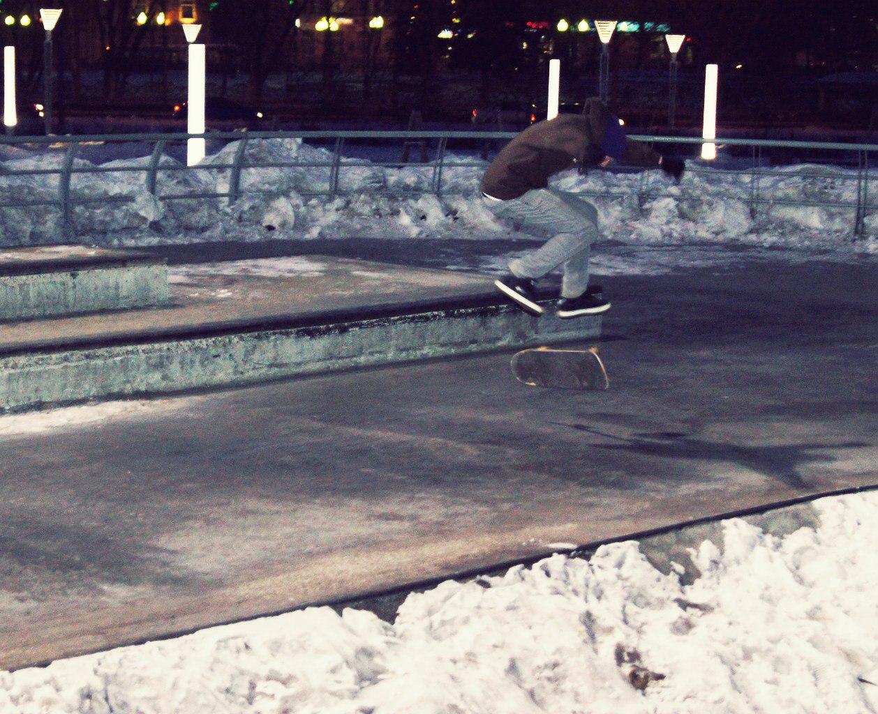 winter-skateboarding