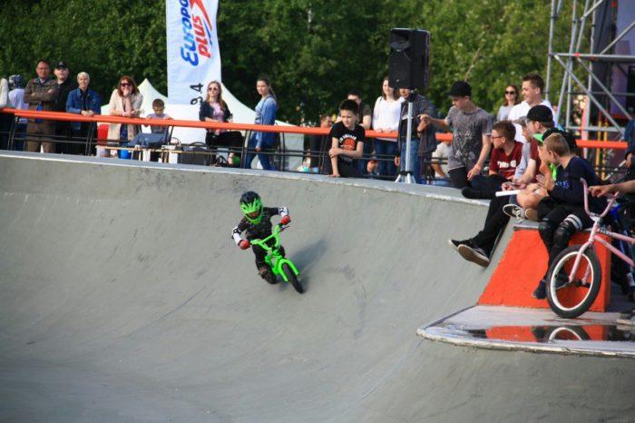 Little bmx-rider